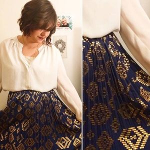 LuLaRoe Skirts - NWT Lularoe Elegant Metallic Gold Printed Jill!
